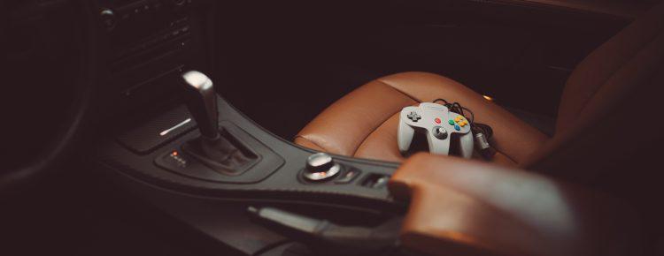 Game Controller auf BMW Sitz